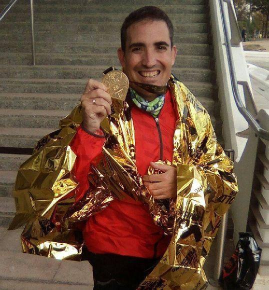 Afectado por fibrosis quística termina la maratón de Valencia
