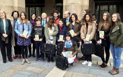ELENE ETXANIZ URIBE GANADORA PREMIOS AZKUE LITERATURA