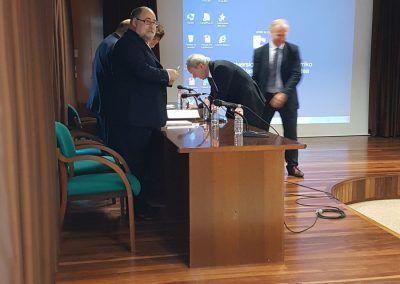 Félix Baranda firmando ante el tribunal