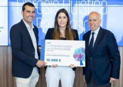 Hilario Albarracín, Presidente de KPMG España entrega premio a Bikendi González en KPMG Proyectos que transforman las sociedad 26-6-2018