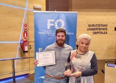 Ermitas Enriquez entrega premio a Javier Prieto